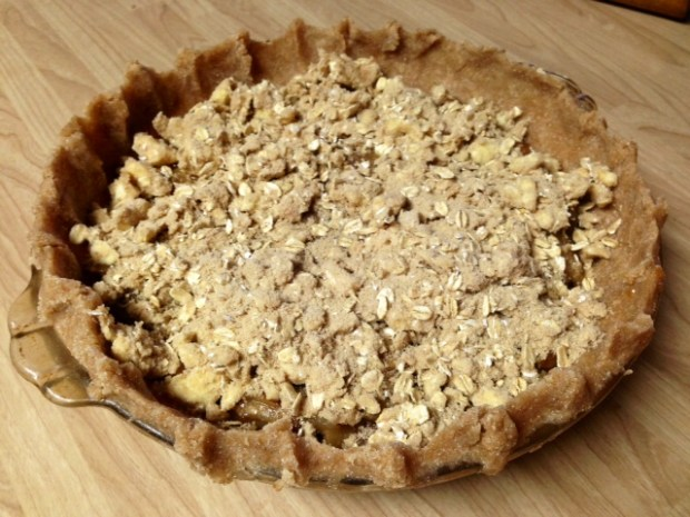 caramel pear pie oat crumble topping on pie2