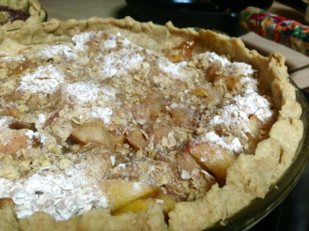 Pear-Apple Pie with Streusel done