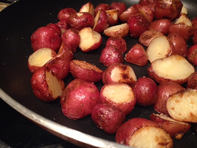 Easy Fried New Potatoes | one of my favorite summer side dishes, super easy and fast, and soooo good! #potatoes #sidedish #summer