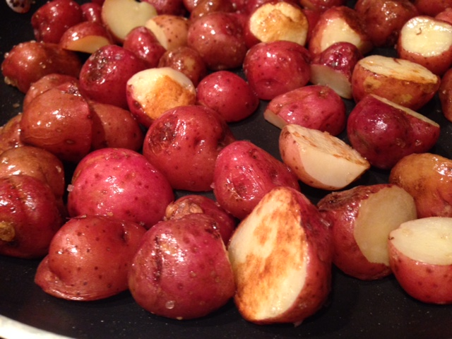 Easy Friend New (Baby) Potatoes | one of my favorite summer side dishes, super easy and fast, and soooo good! #potatoes #sidedish #summer