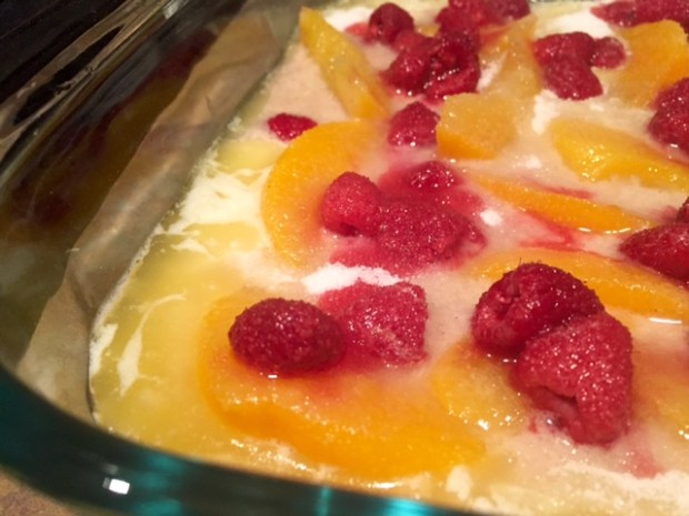 peach raspberry cobbler sugar topping