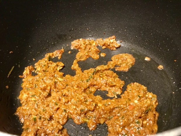 chicken-tikka-masala-paste-cooking