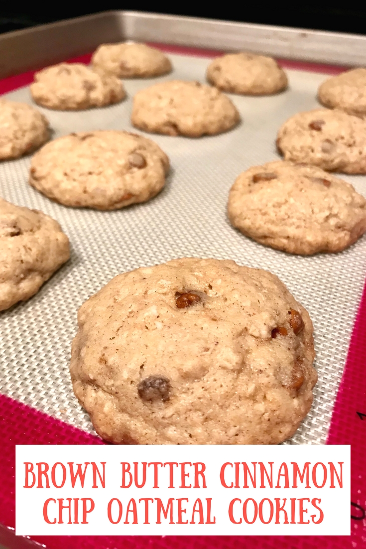 Brown Butter Cinnamon Chip Oatmeal Cookies | super delicious & easy oatmeal cookie recipe, Hershey's cinnamon chips, easy cookie recipes, best cookie recipes #cookies #recipes #brownbutter