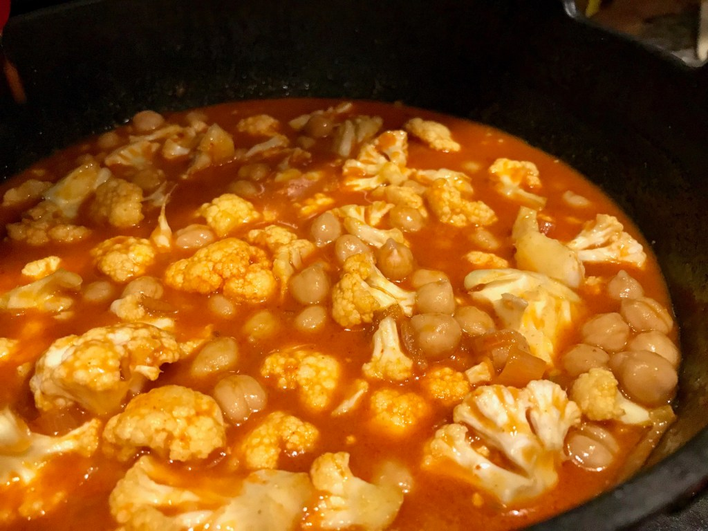 Easy One-Pot Cauliflower Chickpea Curry (vegan) | finding time for cooking blog