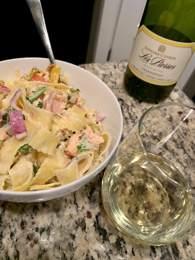 Creamy Smoked Salmon Pasta with Veggies | This delicious & super easy pasta recipe is like a smoked salmon bagel but in pasta form...smoked salmon, creme fraiche, red onion or shallots, capers, & delicious vegetables. A perfect summer pasta recipe, very light pasta recipe. A great way to use up salmon filets.