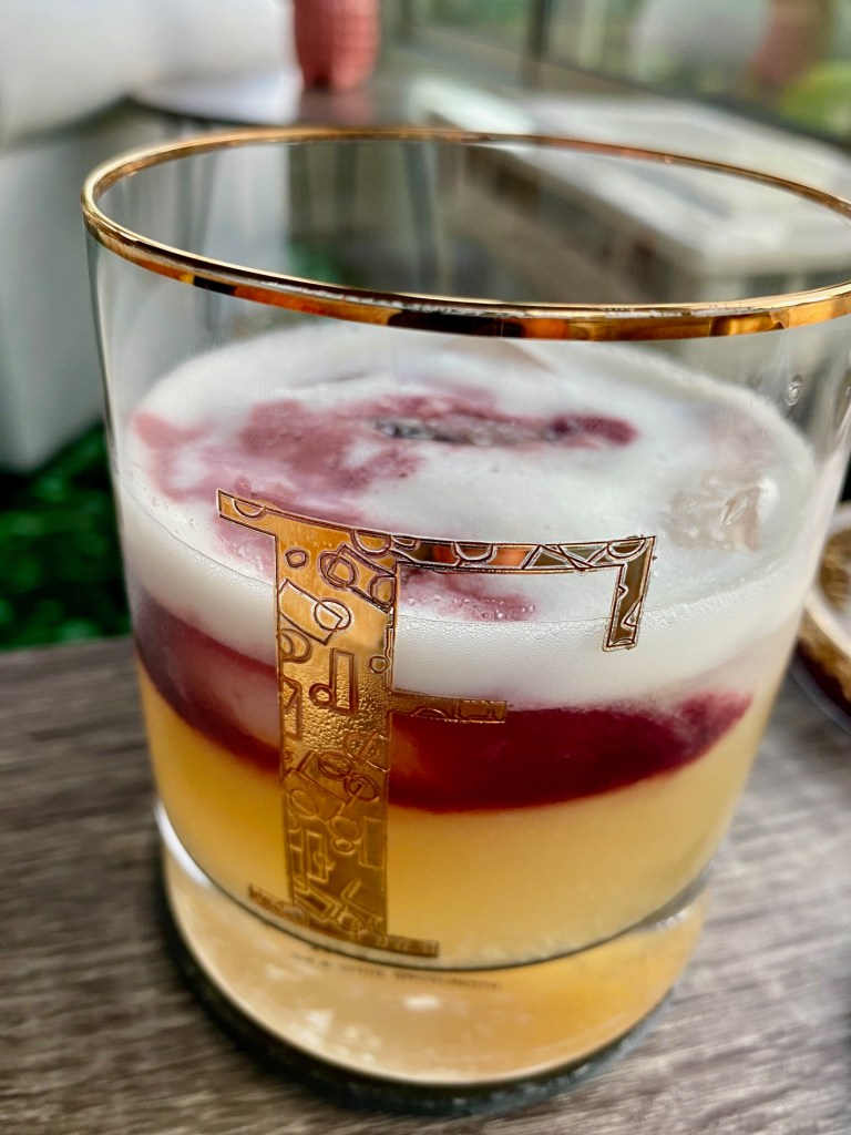 New York Sour: A Perfect Whiskey Sour Cocktail for Fall | A regular whiskey sour is delicious, but take it to the next level with a red wine float, such an easy fall or winter cocktail but looks so pretty. Easy whiskey cocktail, how to make a New York sour. #whiskey #cocktail #whiskeysour #drinkrecipe
