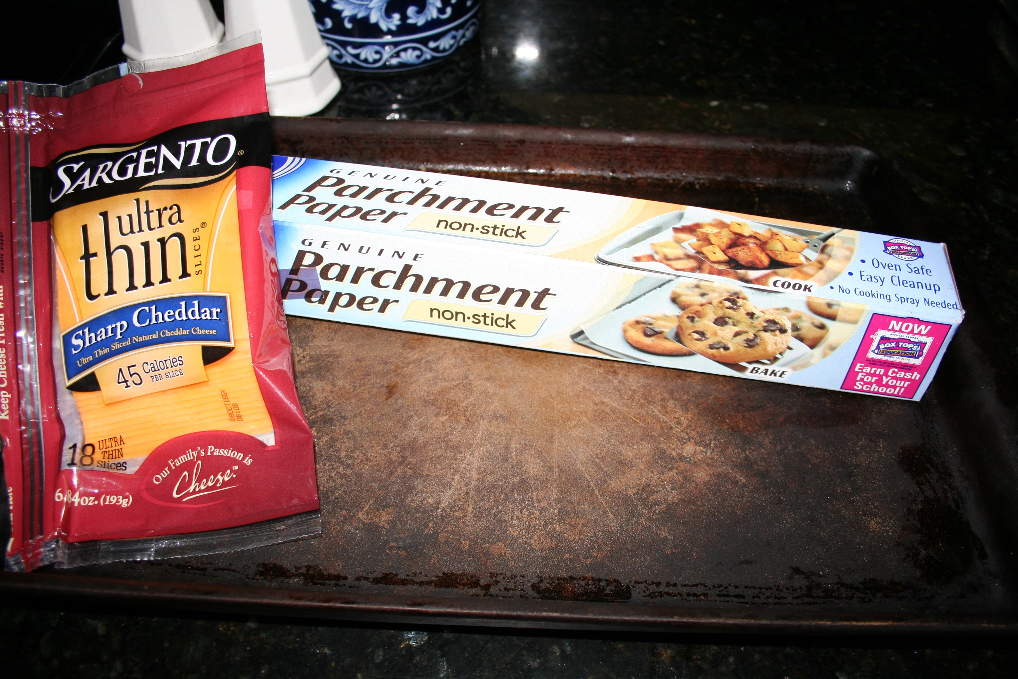 No carb cheese crackers recipe finding time to fly select your favorite cheese and slice it thin you can even use pre sliced cheese to make this recipe super quick and easy i used sargento ultra thin solutioingenieria Gallery