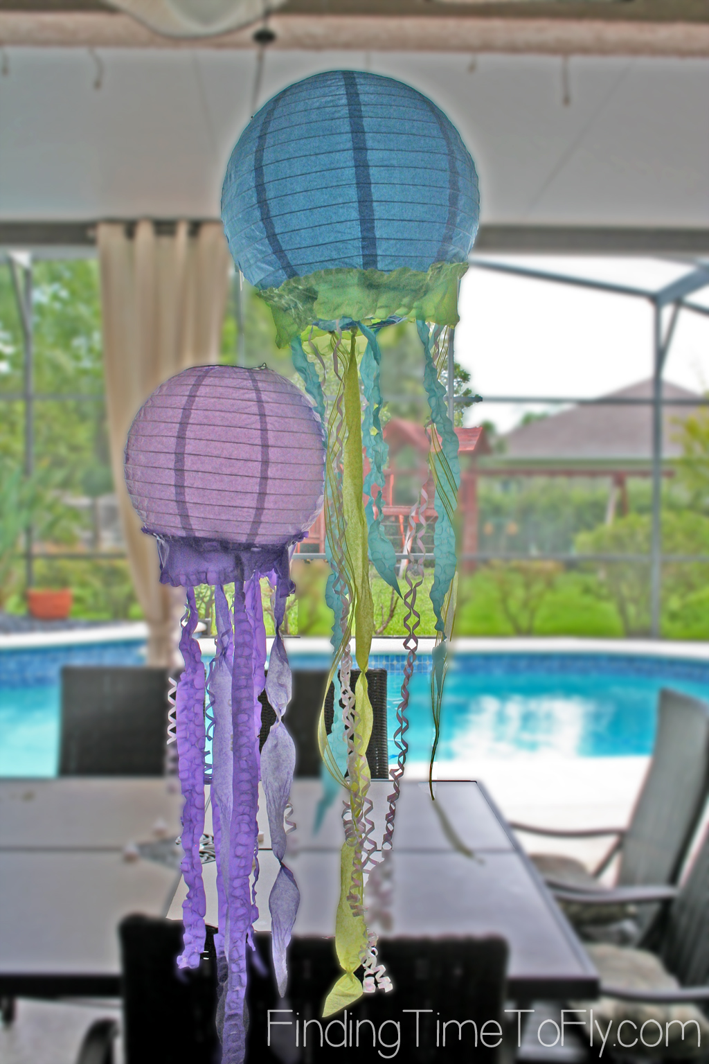 mermaid-under-the-sea-party-jellyfish-lanterns-outside