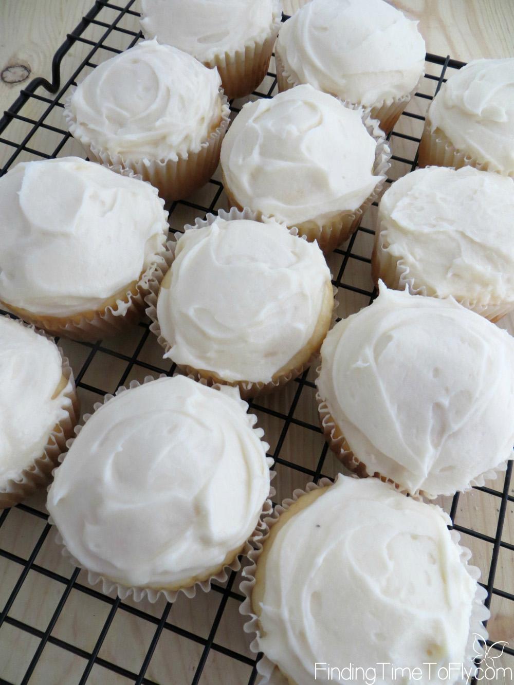 sparkling-snowman-cupcakes-4