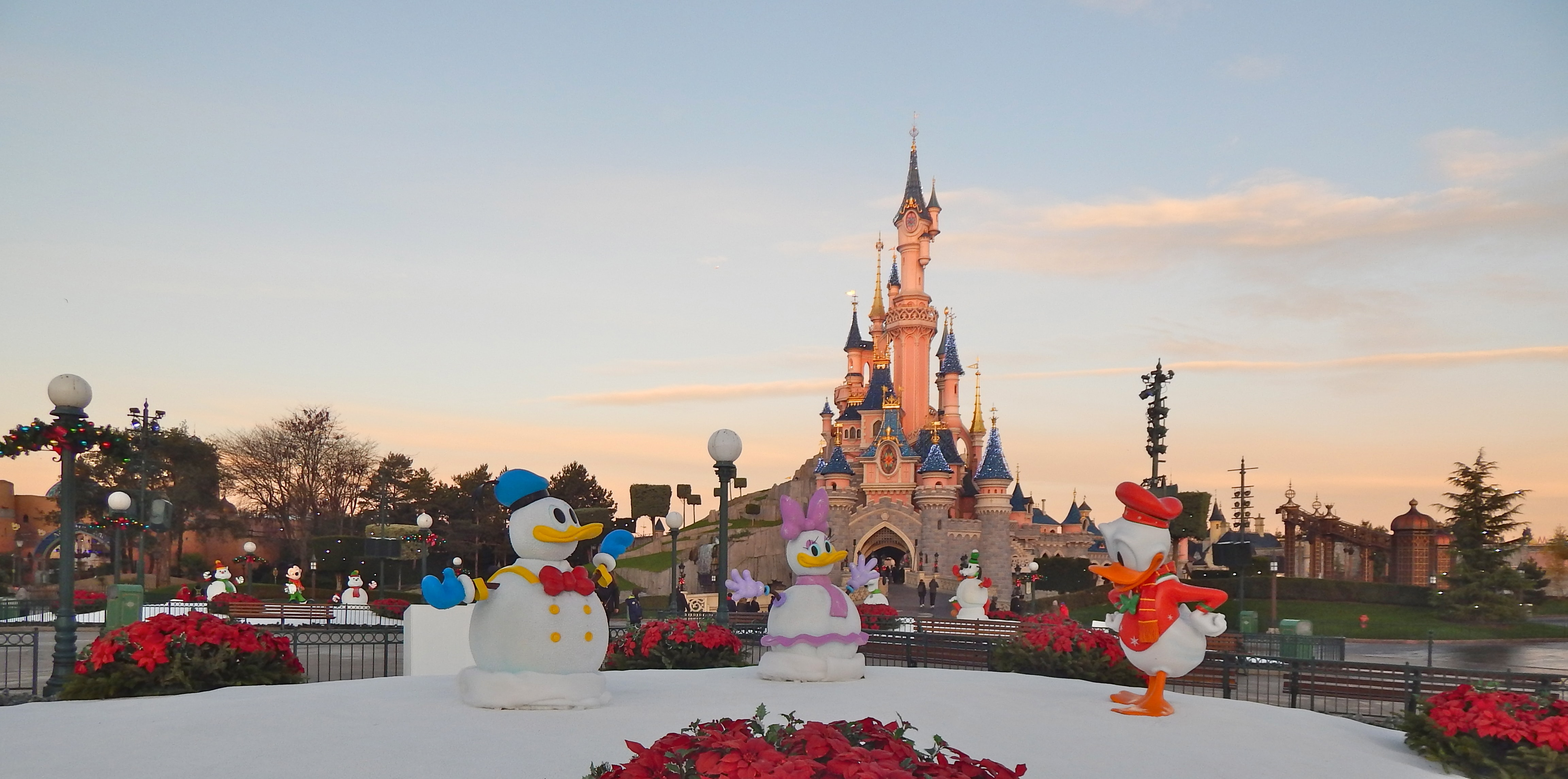 Disneyland Christmas.Why Christmas Is The Best Time To Visit Disneyland Paris