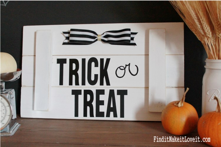 Black and Whitle DIY Slat Sign for Halloween