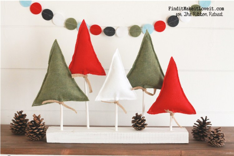 How to make a darling felt Christmas Tree stand and matching felt circle banner. Easy and beautiful