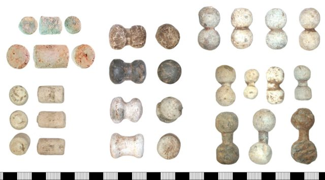 Left: slug shot. From top: NLM-A2080A, NLM-994BA0 and a group from Castle Donington, Leicestershire (DENO-E901B1). Centre: capstan shot from Castle Donington (DENO-E8B736). Right: two groups of dumb-bell shot from Castle Donington (DENO-E88AC3 above and DENO-E87AE7 below).