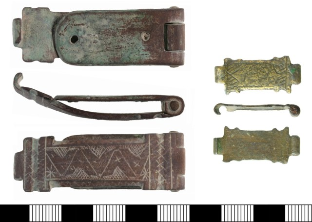 Book clasps of Howsam type A.5.1 (KENT-9565A3 and HAMP-4EF407).