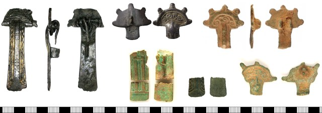 Radiate-headed brooches with five knobs and a parallel-sided foot. Left: DENO-6D3516 (silver). Top row: NMS-8FD211 (silver), WAW-B11F93. Bottom row: LIN-9738C0, SF-75B422, KENT-F97E52.