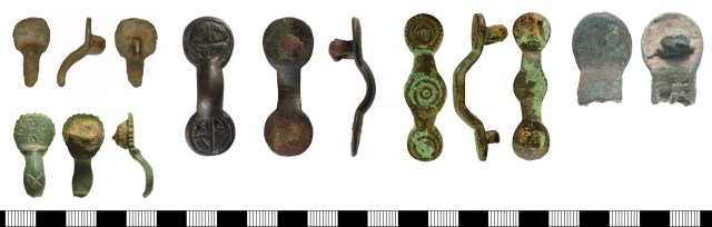 Ansate brooches of Weetch's type II. Left to right, top to bottom: HAMP-38F4A4 (type II.Ai), SF-E2C237 (type II.Aii), NMS-51CE2D (type II.Aiii), NMS-2F75FB (type II.B), SF-92EE26 (type II.C).