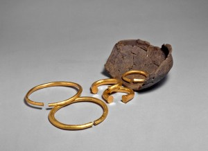 Five Bronze Age gold rings and pot.