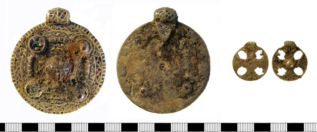 Two gold pendants from a grave at Winfarthing, Norfolk (NMS-E95041)