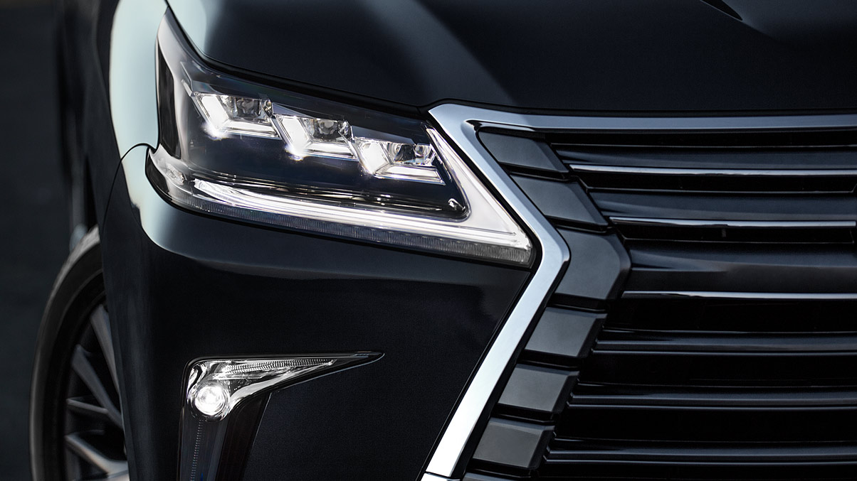 2021 Lexus LX570 Changes Front Lamps and Grill