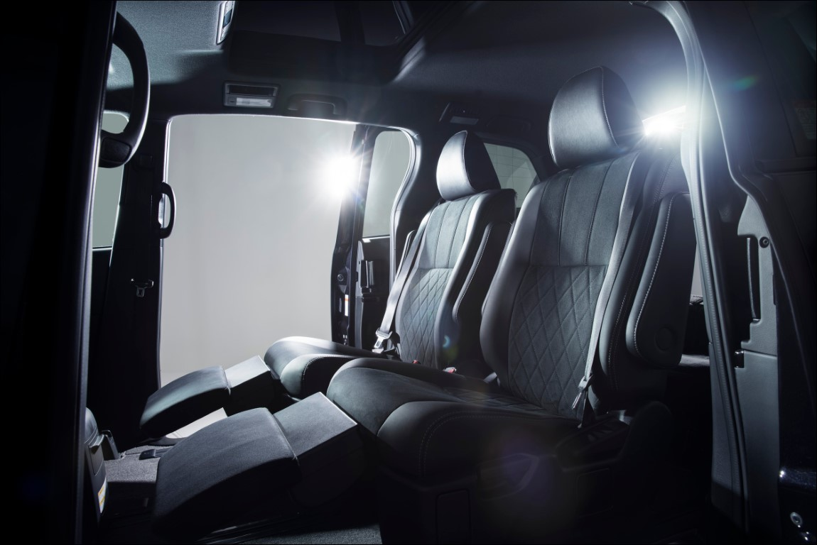2021 Toyota Estima Minivan Interior
