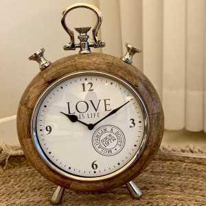 שעון עץ וניקל עגול עם רגליים