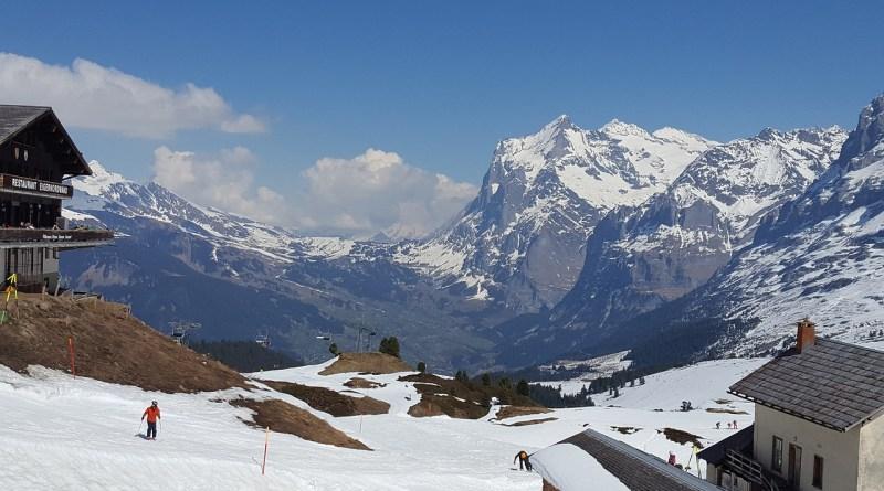 Village Mountains Winter Snow Ski  - ravisimo / Pixabay