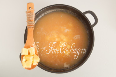 Закладываем картофель в кипящий суп