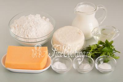 Для приготовления этих вкусных и сытных сырных лепешек на сковороде нам понадобятся следующие ингредиенты: мука пшеничная (я использую высшего сорта), кефир любой жирности (в моем случае жирностью 1,5%), сыр адыгейский и сыр полутвердый, свежая зелень, рафинированное (то есть без запаха) растительно масло, соль, пищевая сода и сахар