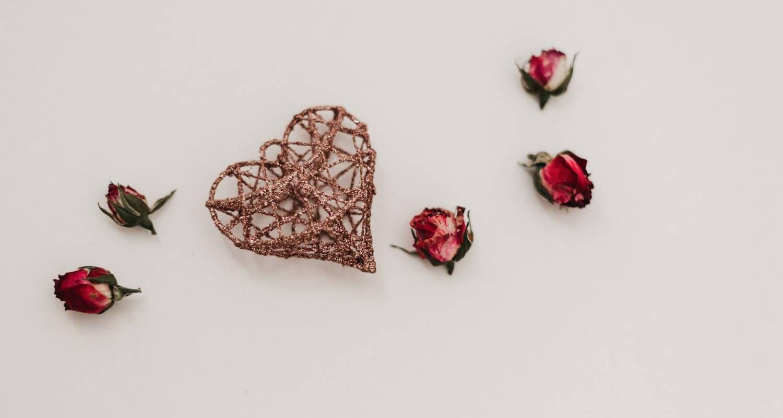 Alla hjärtans dag intro bild: blommor och presenter