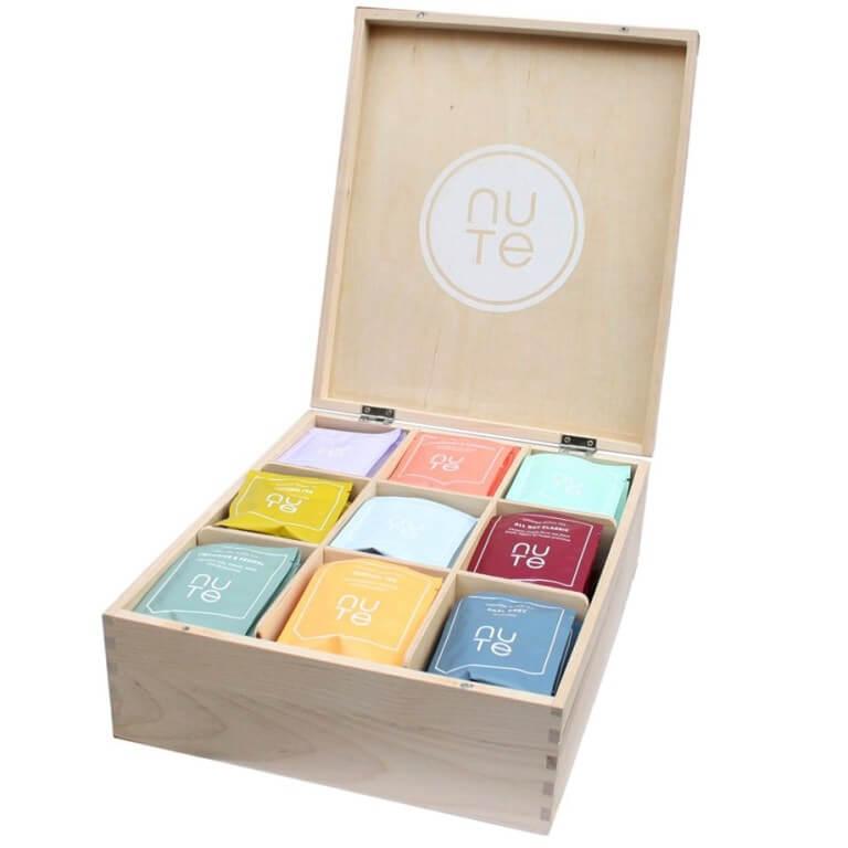 Presentkorg med fin låda och exklusivt te