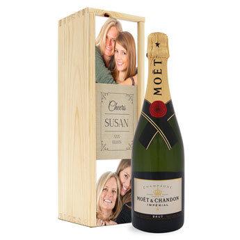Tacka med en champagne (med fotobox)