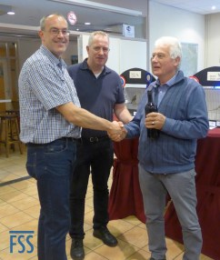 G. Leunk receives his award for Best Colour-fed Lizard from Marko Dielen & Hans Hermans)