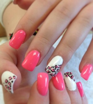 Fake Nails Or Acrylic Are The Latest Rage Among Women Of All Ages A Myriad Designs Can Be Made On Them Giving Manicures Whole New Meaning
