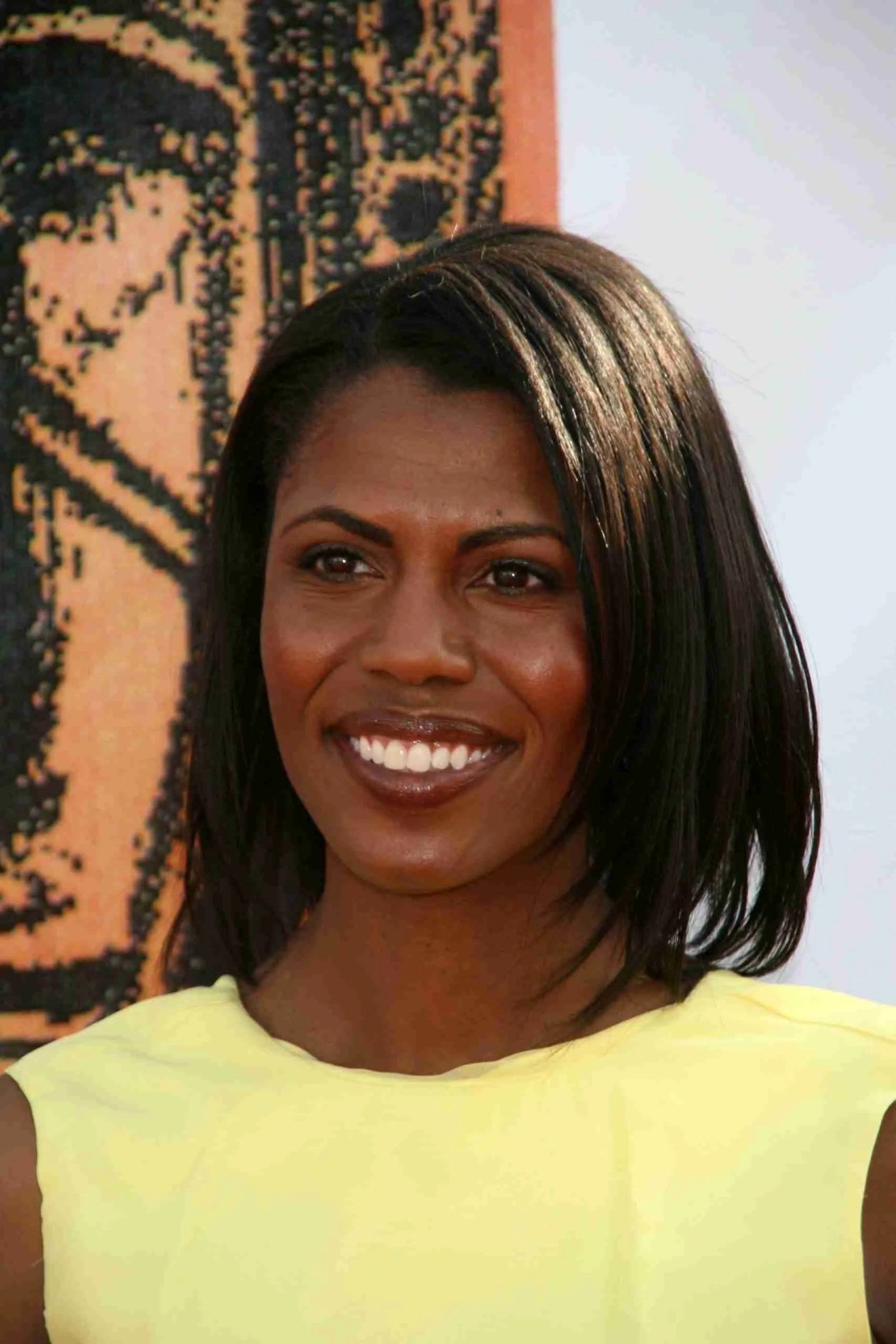 """Omarosa Fires Shots at President Trump saying He """"Wants to start a Race War."""" 7"""