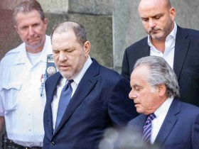 """Harvey Weinstein's Lawyer Pleads for Jurors to """"Step up' & be the 'Last Line of Defense' 8"""