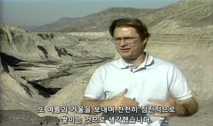 지층이 점진적으로 쌓인다고 예상함 - 젊은 세인트 헬렌스 산 - 지구의 지질학적 증거