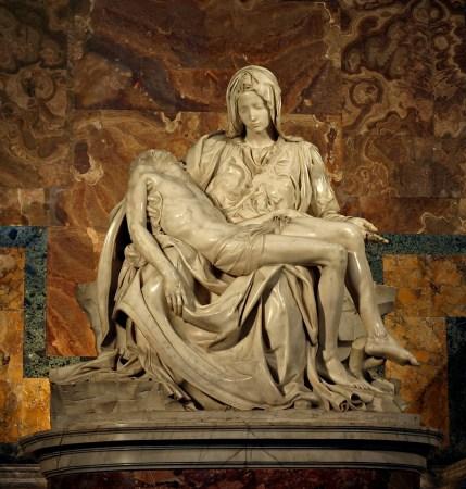 피에타 - 예수를 안고 있는 마리아 - 신화를 표절한 것인가