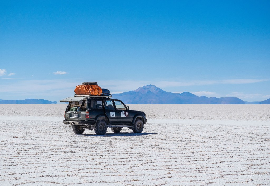 Jeep on the salt flats in the Salar de Uyuni in Bolivia