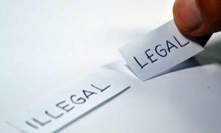 Ai-je le droit de consulter les documents qu'un salarié laisse dans son bureau ?
