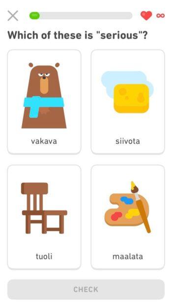 تظهر أربع صور تحتها كلمة فنلندية، في إحدى لقطات الشاشة على الهاتف.