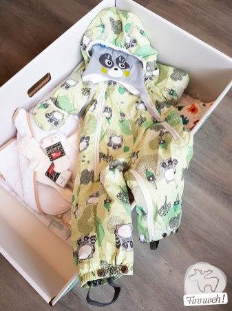 Outdoor-Anzug mit witziger Waschbärmütze