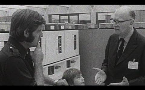 """""""Algún día, un ordenador cabrá en un escritorio"""" (1974)"""