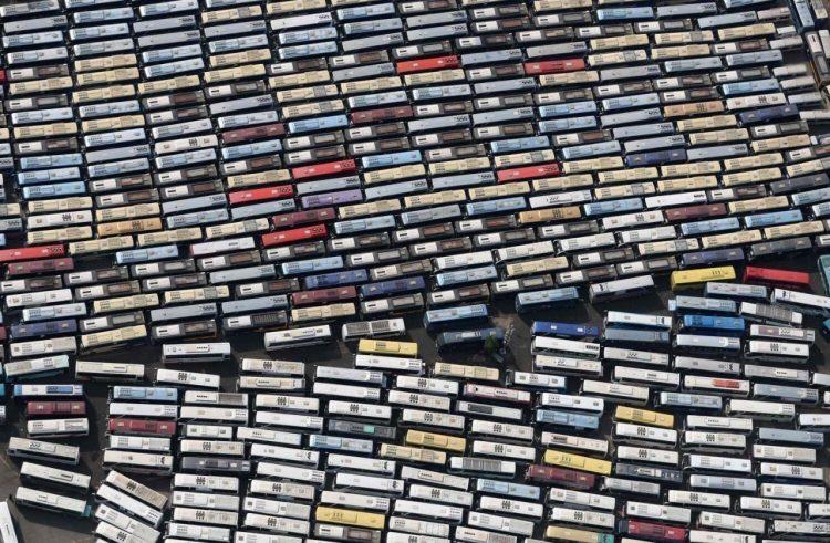 ¿Colección de casettes o autobuses llevando peregrinos a La Meca?