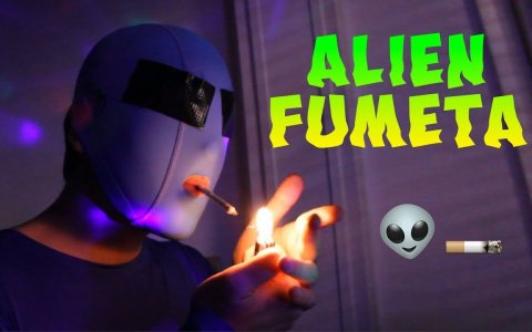 Alien fumeta
