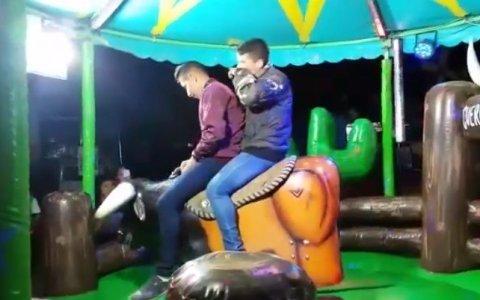 Igoroink y yo en el toro mecánico