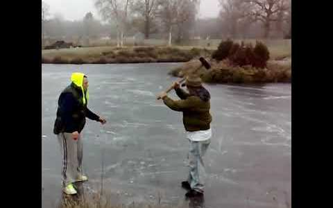 Dos premios Nobel jugando a la ruleta rusa en un lago helado
