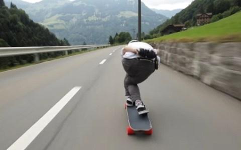 Descenso en skate a más de 110 km/h por carreteras suizas