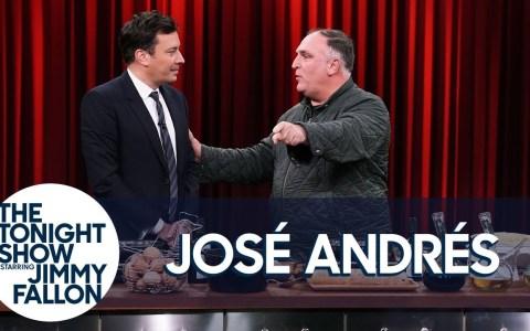 José Andrés intenta enseñarle a Jimmy Falo a hacer una tortilla española