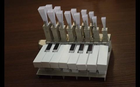 Órgano funcional hecho completamente de papel y cartón