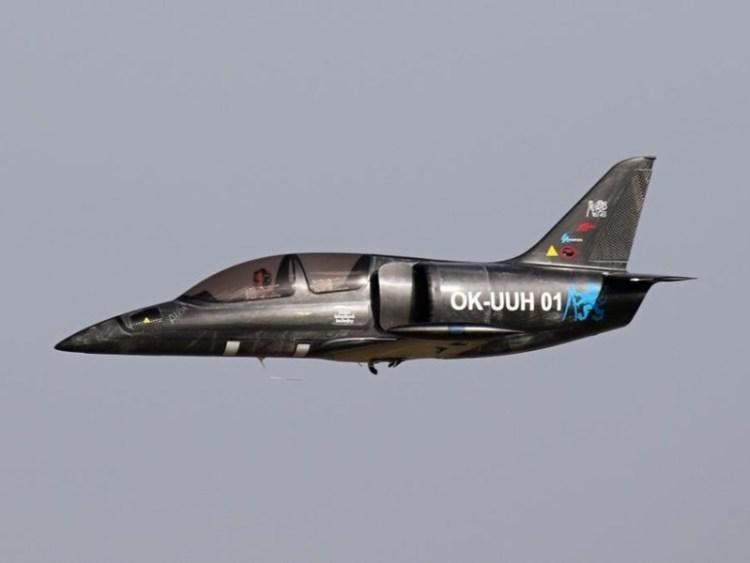 Un avión impulsado por el motor de una moto de 1000cc